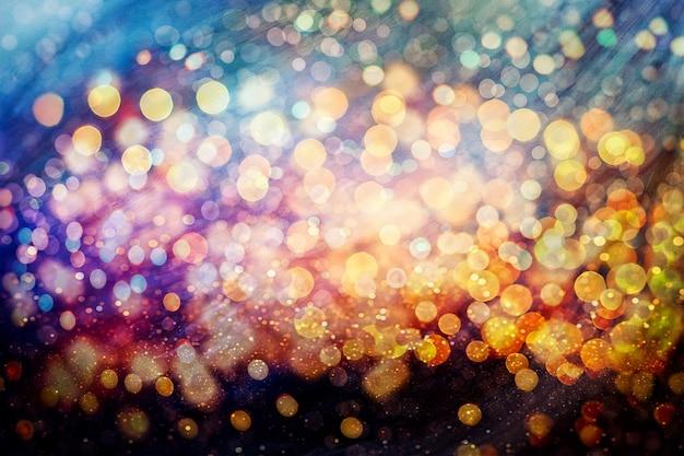 Festlicher hintergrund mit natürlichem bokeh und hellen goldenen lichtern. vintager magischer hintergrund mit buntem bokeh.