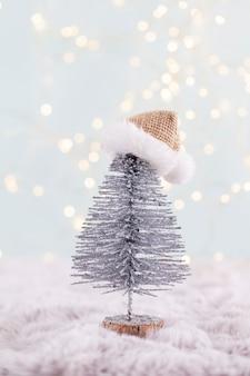 Festlicher hintergrund mit weihnachtsdekoration. kopieren sie platz, winterurlaub-grußkarte, flache lage, draufsicht.