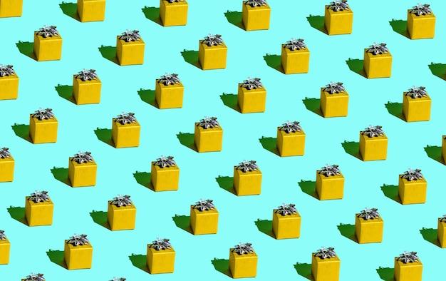 Festliches gelbes geschenk auf einem blauen hintergrund nahtloses muster
