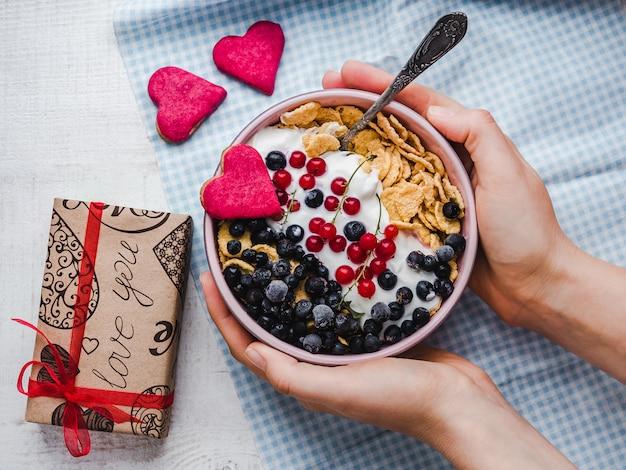 Festliches und gesundes frühstück für die lieben