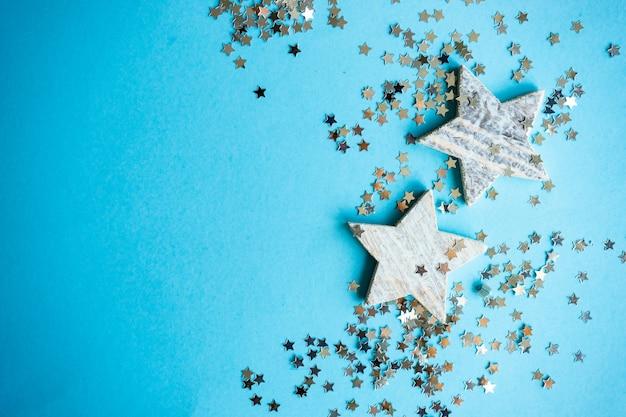 Festliches weihnachtskartenkonzept auf blau