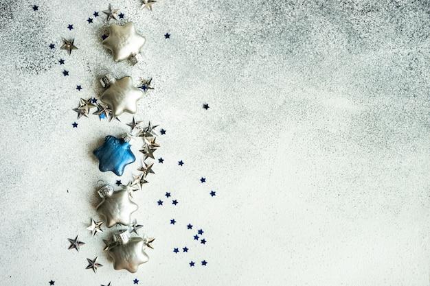 Festliches weihnachtskartenkonzept mit sternförmigem dekor