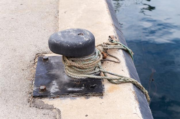 Festmachen in einem fischereihafen