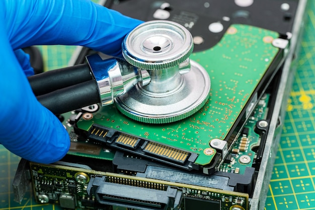 Festplattendiagnose mit einer stethoskop-wiederherstellung verlorene dateninformationen