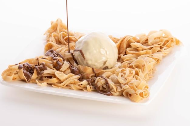 Fettuccine-crpe-schokoladenessen