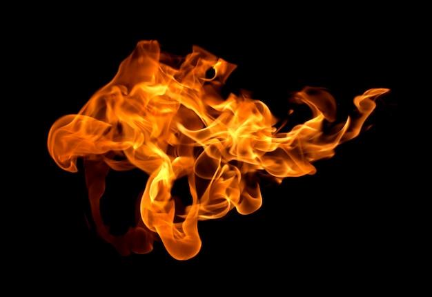 Feuerflammen isoliert auf schwarz