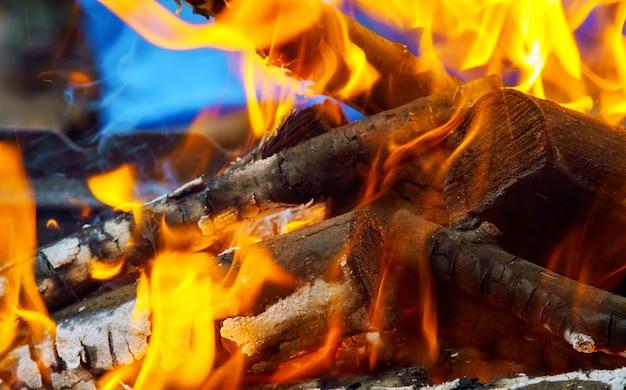 Feuerholz warmes orange feuer