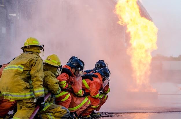 Feuerwehrausbildung, ausbildung von feuerwehrleuten, brandbekämpfung am arbeitsplatz