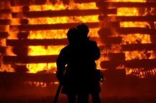 Feuerwehrleute, brennen