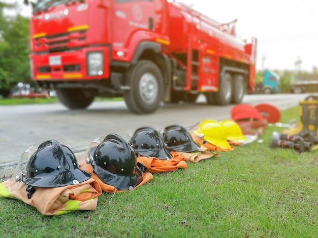 Feuerwehrleute werkzeuge feuerlöscher und schlauch, zubehör und ausrüstung für die brandbekämpfung