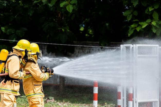 Feuerwehrmann auf dem feuer