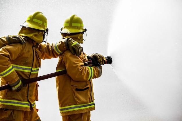 Feuerwehrmann in voller ausrüstung