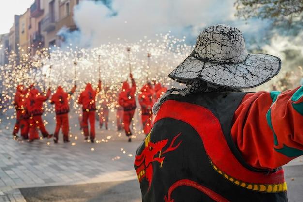 Feuerwerk nannte correfocs in katalonien, spanien