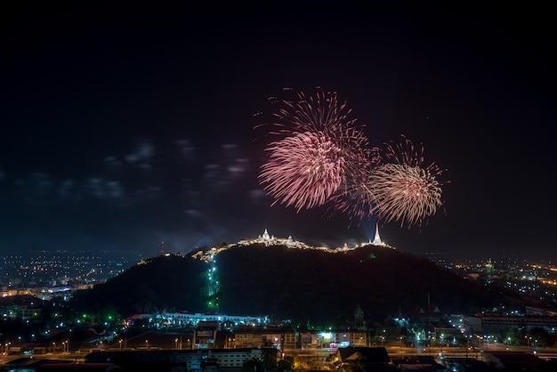 Feuerwerk über khao wang historical park