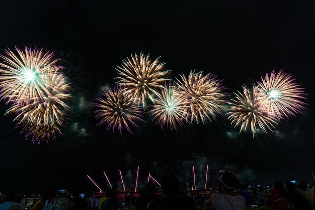 Feuerwerksfestival in pattaya, thailand