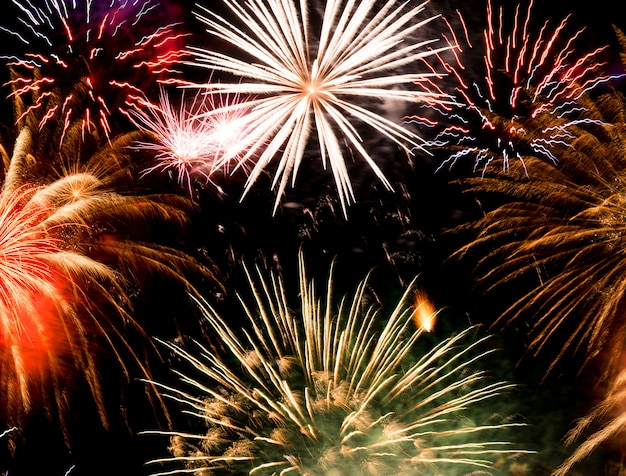 Feuerwerkshintergrund des neuen jahres, neues jahr wünscht konzept