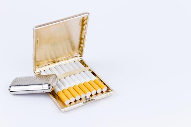 Feuerzeug und zigarrenetui
