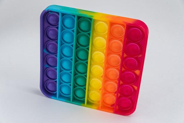 Fidget pop it spielzeug regenbogenfarbe - antistress, spaß und lehrreich