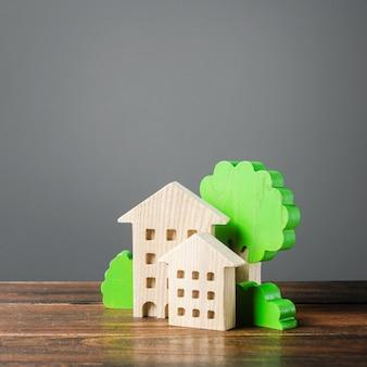 Figuren von häusern und bäumen. erschwingliche komfortable unterkunft. kauf von wohnungen und immobilien