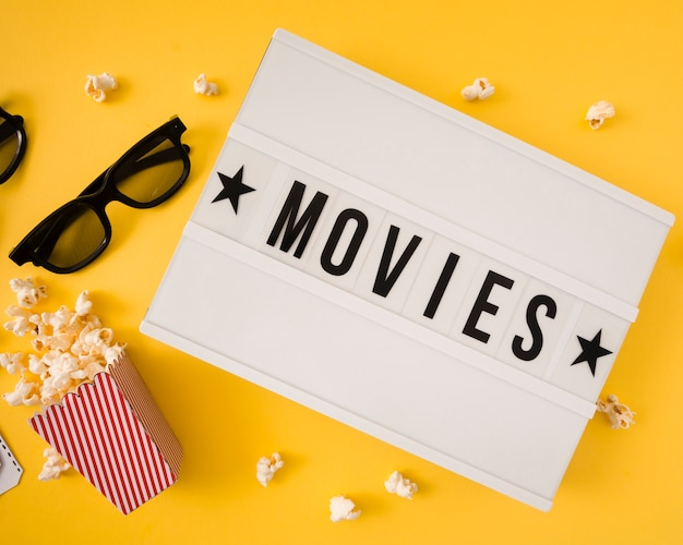 Filme, die auf gelbem hintergrund beschriften