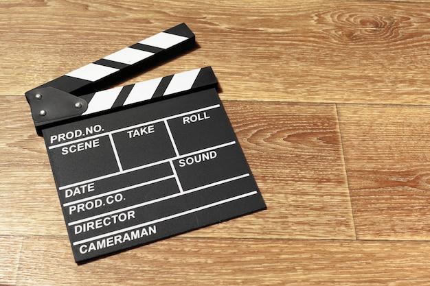 Filmklappe auf einem tisch