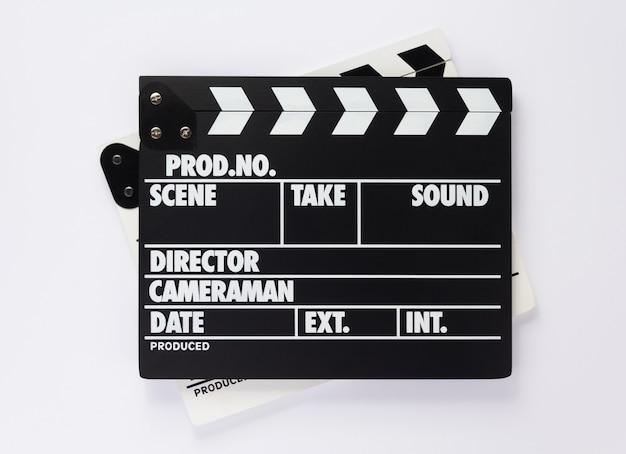 Filmklappe auf weißem hintergrund, ansicht von oben