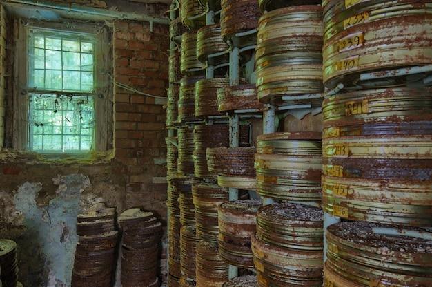 Filmlagerung in einem verlassenen filmstudio