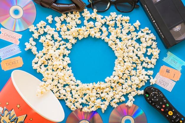 Filmobjekte und popcorn