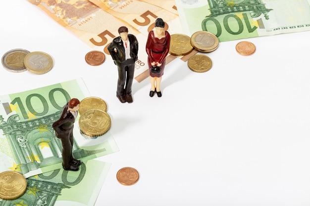 Finanz-, investitions- oder sparhintergrund. menschliche repräsentation eines volkes und geldes