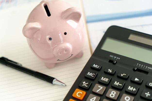 Finanzdaten, die mit taschenrechner analysieren