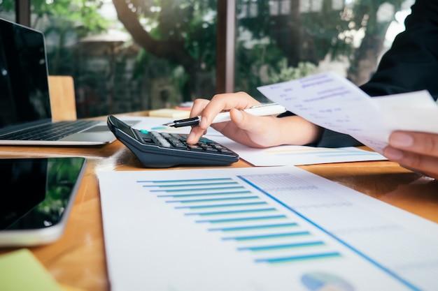 Finanzen sparen wirtschaftskonzept.