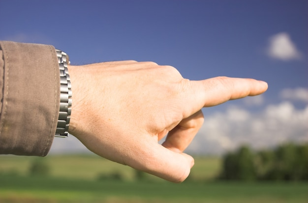 Finger eines mannes zeige