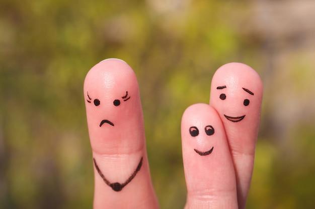 Fingerkunst der familie während des streites. konzept des kindes ist mit seinem vater befreundet.