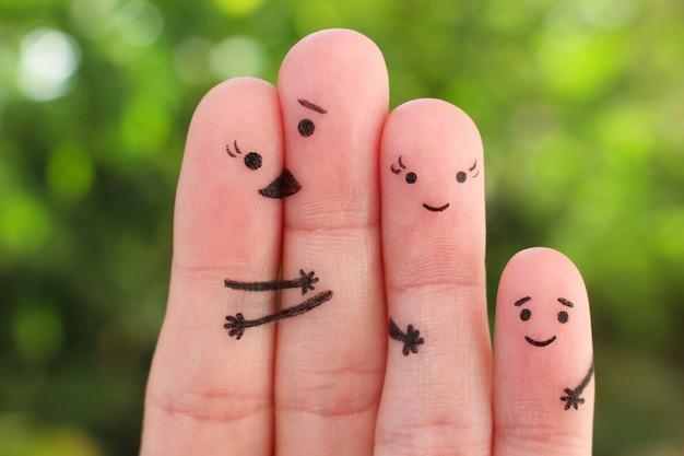 Fingerkunst der glücklichen familie. konzept der gruppe von personen im urlaub.