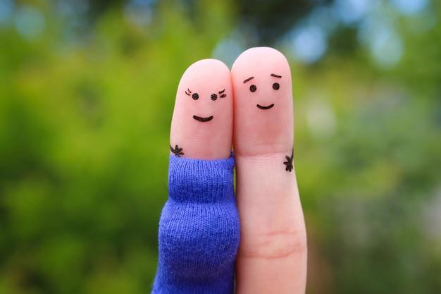 Fingerkunst des glücklichen paars. frau ist schwanger.