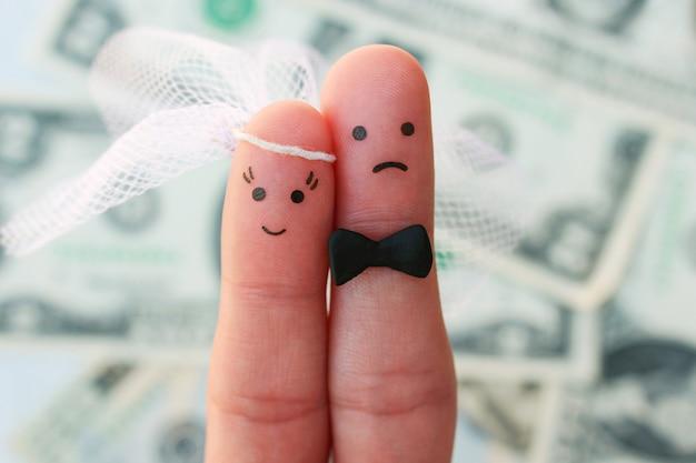 Fingerkunst des paares auf hintergrund des geldes. das konzept der frau ist glücklich und der mann will nicht heiraten.