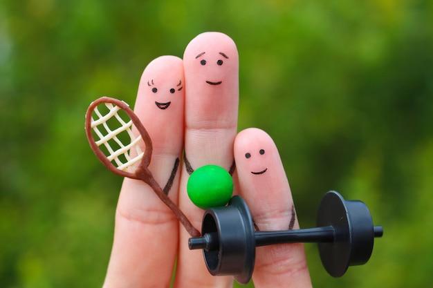 Fingerkunst einer glücklichen familie im sport.