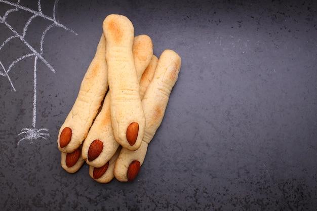 Fingerplätzchen der halloween-hexe