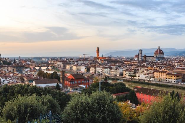 Firenze stadtbild. florenz panoramablick vom piazzale michelan