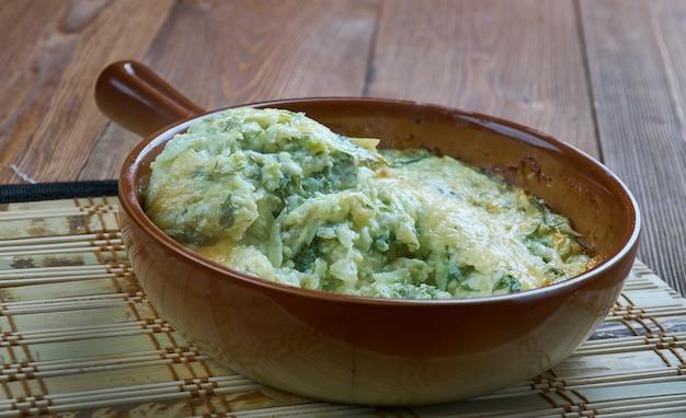 Firinda kabak mucveri - türkisches gericht, zucchini-auflauf Premium Fotos