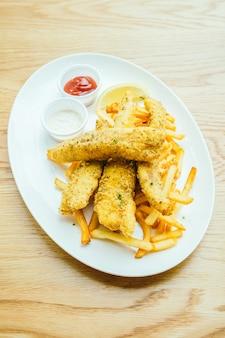 Fisch und chips mit pommes frites