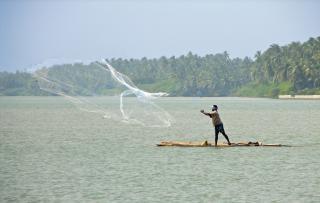 Fischer werfen netz