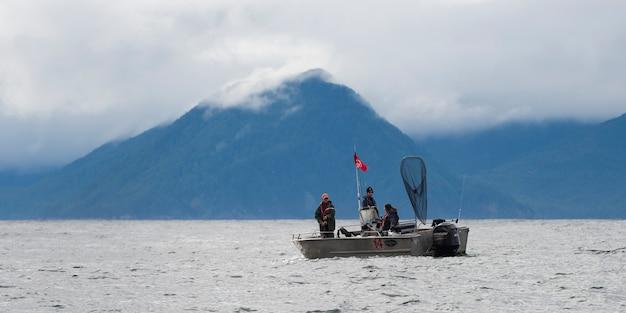 Fischerboot im pazifischen ozean, regionaler bezirk skeena-königin charlotte, haida gwaii, graham isl