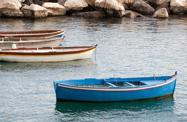 Fischerboote im golf von neapel