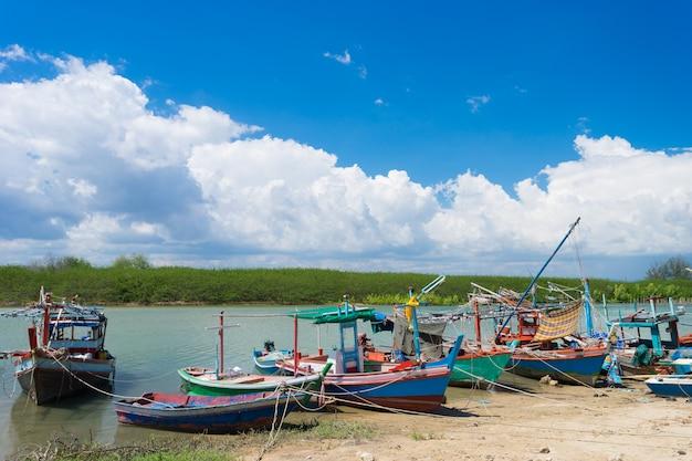 Fischerboote von prachuap-provinz von thailand