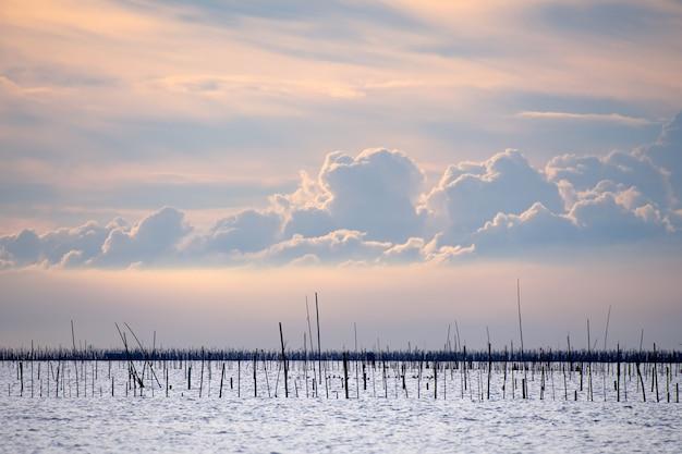 Fischerhütte auf dem meer chonburi provinz