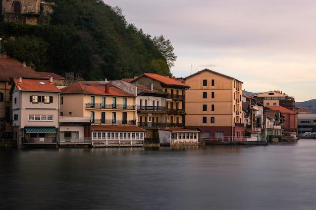Fischerstadt pasaia im baskenland.