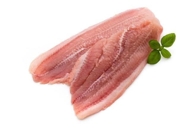 Fischfilet pangasius. auf weiß isoliert.
