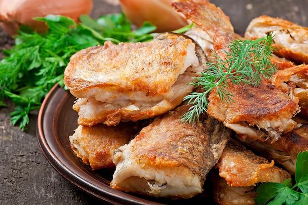 Fischgericht - gebratener fisch und kräuter