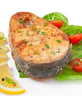 Fischgericht - gebratenes fischfilet mit gemüse
